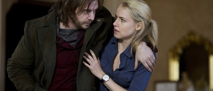 """12 Monkeys """"Pilot"""" Review + """"Mentally Divergent"""" Preview [PHOTOS]"""