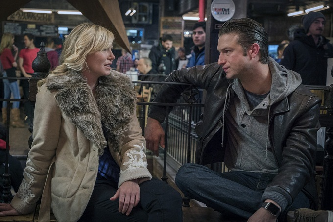 "LAW & ORDER: SPECIAL VICTIMS UNIT -- ""Collateral Damages"" Episode 1715 -- Pictured: (l-r) Kelli Giddish as Detective Amanda Rollins, Peter Scanavino as Dominick ""Sonny"" Carisi -- (Photo by: Michael Parmelee/NBC)"