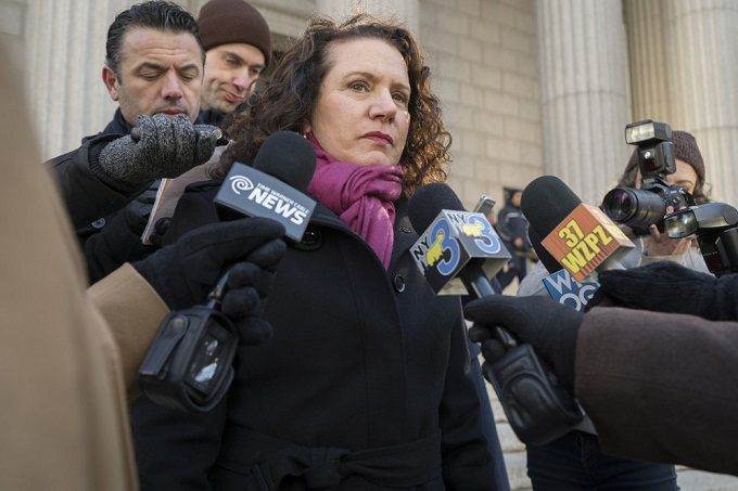 "LAW & ORDER: SPECIAL VICTIMS UNIT -- ""Collateral Damages"" Episode 1715 -- Pictured: Susie Essman as Counselor Arlene Heller -- (Photo by: Michael Parmelee/NBC)"
