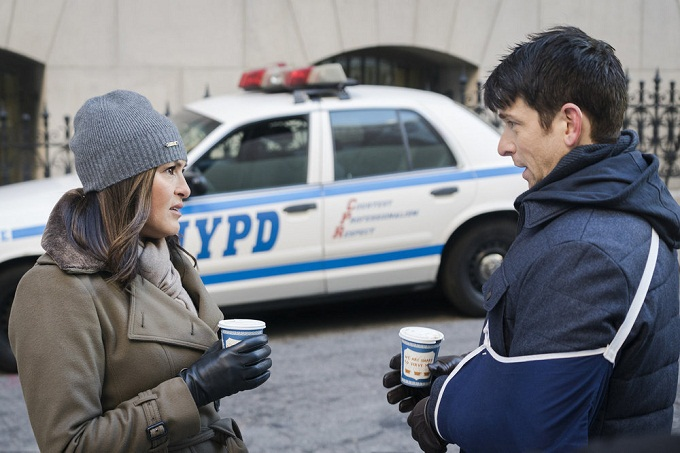 "LAW & ORDER: SPECIAL VICTIMS UNIT -- ""Collateral Damages"" Episode 1715 -- Pictured: (l-r) Mariska Hargitay as Lieutenant Olivia Benson, Andy Karl as Sgt. Mike Dodds -- (Photo by: Michael Parmelee/NBC)"