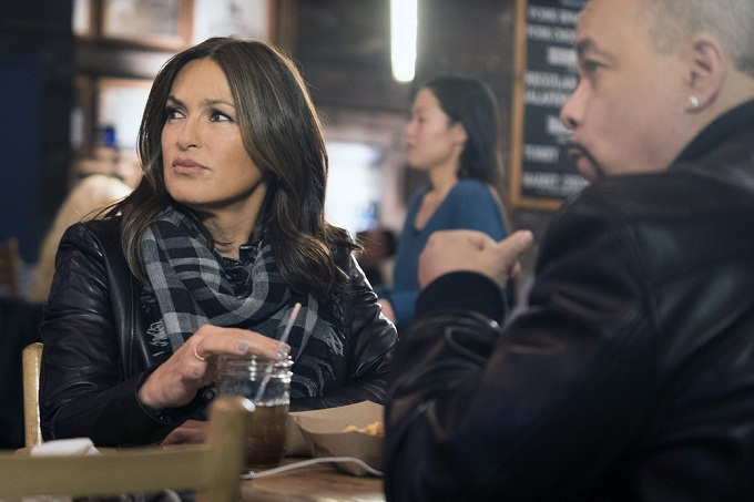 "LAW & ORDER: SPECIAL VICTIMS UNIT -- ""Collateral Damages"" Episode 1715 -- Pictured: Mariska Hargitay as Lieutenant Olivia Benson -- (Photo by: Michael Parmelee/NBC)"