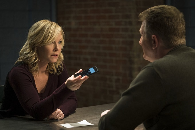 """LAW & ORDER: SPECIAL VICTIMS UNIT -- """"Sheltered Outcasts"""" Episode 1719 -- Pictured: (l-r) Kelli Giddish as Amanda Rollins, Michael Rapaport as Richie Caskey -- (Photo by: Michael Parmelee/NBC)"""