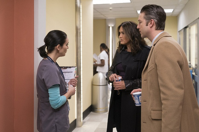 "LAW & ORDER: SPECIAL VICTIMS UNIT -- ""Manhattan Transfer"" Episode 1717 -- Pictured: (l-r) Mariska Hargitay as Olivia Benson, Peter Scanavino as Dominick 'Sonny' Carisi -- (Photo by: Michael Parmelee/NBC)"