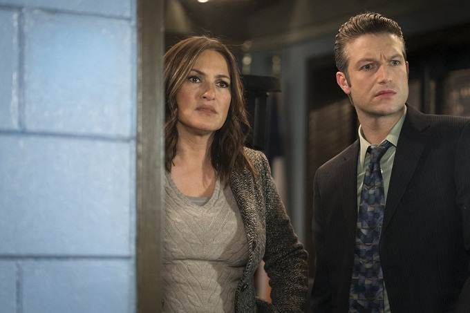 "LAW & ORDER: SPECIAL VICTIMS UNIT -- ""Manhattan Transfer"" Episode 1717 -- Pictured: (l-r) Mariska Hargitay as Olivia Benson, Peter Scanavino as Dominick 'Sonny' Carisi, Jr. -- (Photo by: Michael Parmelee/NBC)"