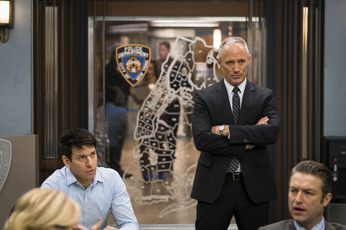 "LAW & ORDER: SPECIAL VICTIMS UNIT -- ""Manhattan Transfer"" Episode 1717 -- Pictured: (l-r) Andy Karl as Sgt. Mike Dodds, Robert John Burke as Capt. Ed Tucker -- (Photo by: Michael Parmelee/NBC)"