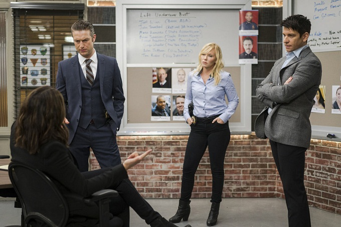 "LAW & ORDER: SPECIAL VICTIMS UNIT -- ""Manhattan Transfer"" Episode 1717 -- Pictured: (l-r) Peter Scanavino as Dominick 'Sonny' Carisi, Jr., Kelli Giddish as Amanda Rollins, Andy Karl as Sgt. Mike Dodds -- (Photo by: Michael Parmelee/NBC)"