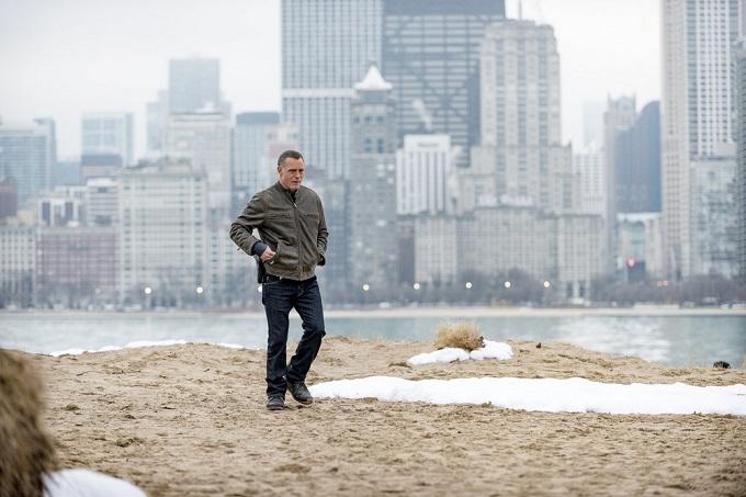 "CHICAGO P.D. -- ""In a Duffel Bag"" Episode 320 -- Pictured: Jason Beghe as Sgt. Hank Voight -- (Photo by: Matt Dinerstein/NBC)"