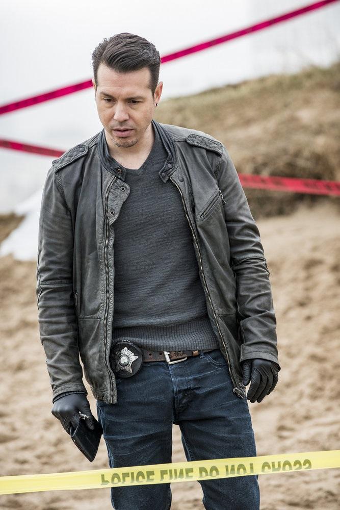 """CHICAGO P.D. -- """"In a Duffel Bag"""" Episode 320 -- Pictured: Jon Seda as Detective Antonio Dawson -- (Photo by: Matt Dinerstein/NBC)"""