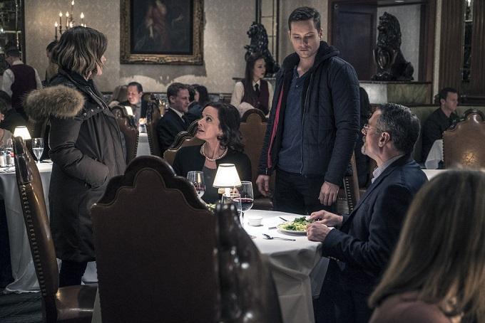 "CHICAGO P.D. -- ""In a Duffel Bag"" Episode 320 -- Pictured: (l-r) Sophia Bush as Detective Erin Lindsay, Lissette Espaillat as Nariela Hernandez, Jesse Lee Soffer as Detective Jay Halstead -- (Photo by: Matt Dinerstein/NBC)"