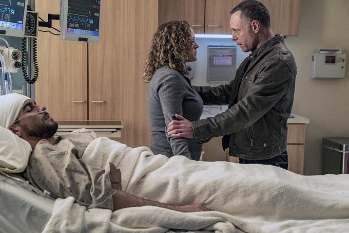 "CHICAGO P.D. -- ""Start Digging"" Episode 323 -- Pictured: (l-r) Caroline Neff as Olive Voight, Jason Beghe as Sgt. Hank Voight -- (Photo by: Matt Dinerstein/NBC)"