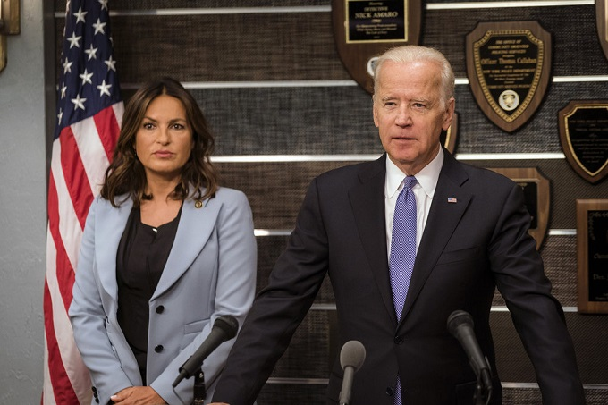"LAW & ORDER: SPECIAL VICTIMS UNIT -- ""Making a Rapist"" Episode 1802 -- Pictured: (l-r) Mariska Hargitay as Lieutenant Olivia Benson, Vice President Joe Biden -- (Photo by: Michael Parmelee/NBC)"