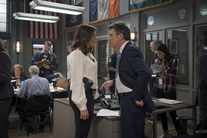 """LAW & ORDER: SPECIAL VICTIMS UNIT -- """"Terrorized"""" Episode 1801 -- Pictured: (l-r) Mariska Hargitay as Lieutenant Olivia Benson, Peter Gallagher as Chief William Dodds -- (Photo by: Michael Parmelee/NBC)"""