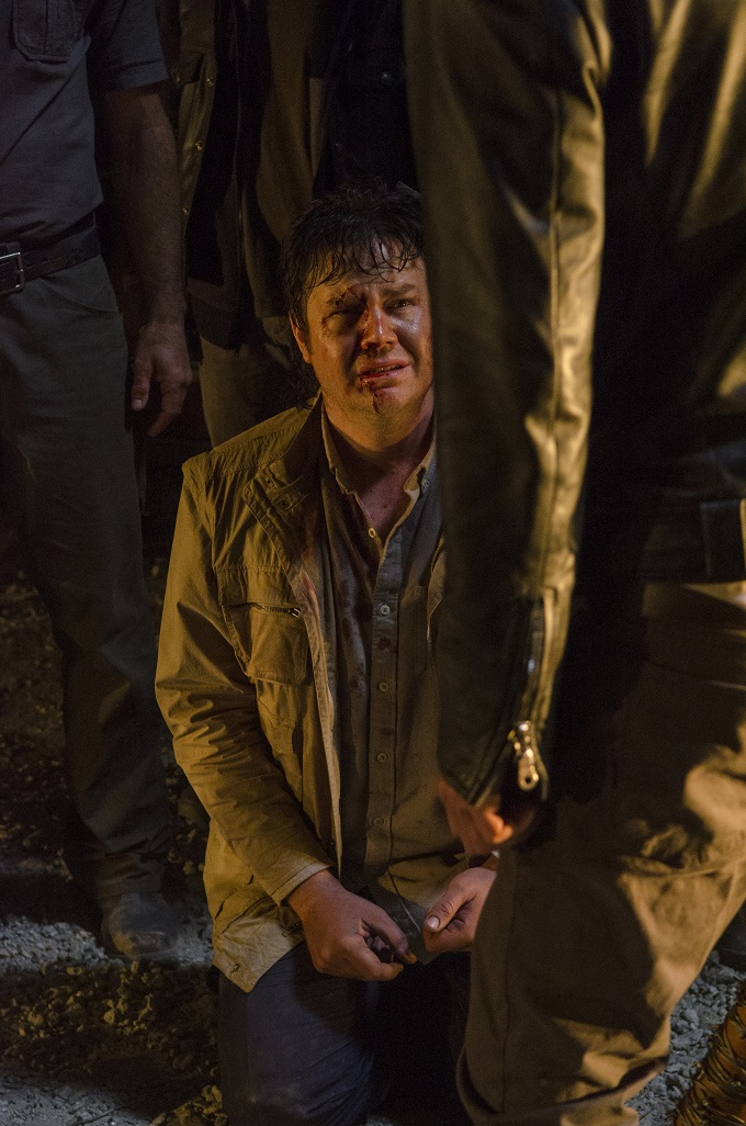 >>> NOT TO BE USED UNTIL 10/24/16 at 1:00 AM EST <<< Josh McDermitt as Dr. Eugene Porter, Jeffrey Dean Morgan as Negan- The Walking Dead _ Season 7, Episode 1 - Photo Credit: Gene Page/AMC