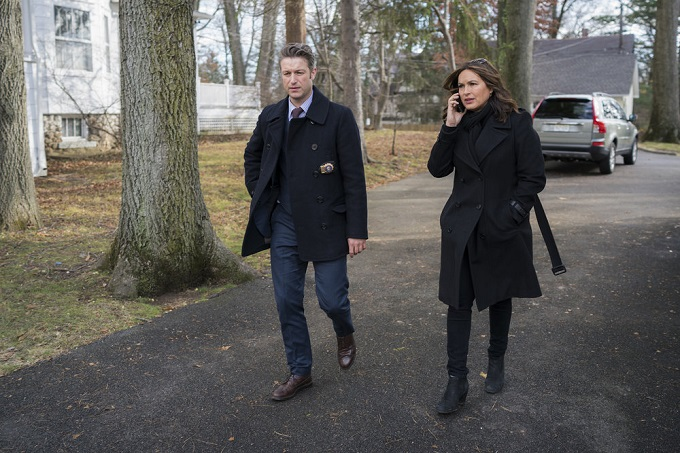 "LAW & ORDER: SPECIAL VICTIMS UNIT -- ""Next Chapter"" Episode 1812 -- Pictured: (l-r) Peter Scanavino as Dominick ""Sonny"" Carisi, Mariska Hargitay as Lieutenant Olivia Benson -- (Photo by: Michael Parmelee/NBC)"