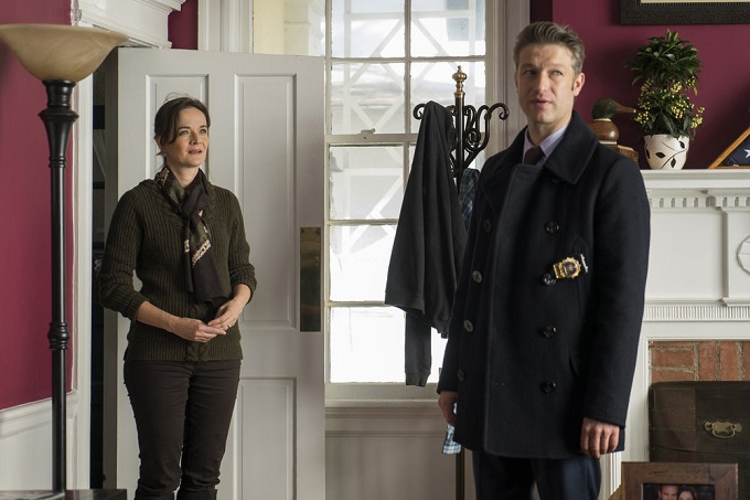 "LAW & ORDER: SPECIAL VICTIMS UNIT -- ""Next Chapter"" Episode 1812 -- Pictured: (l-r) Enid Graham as Linda Cole, Peter Scanavino as Dominick ""Sonny"" Carisi -- (Photo by: Michael Parmelee/NBC)"