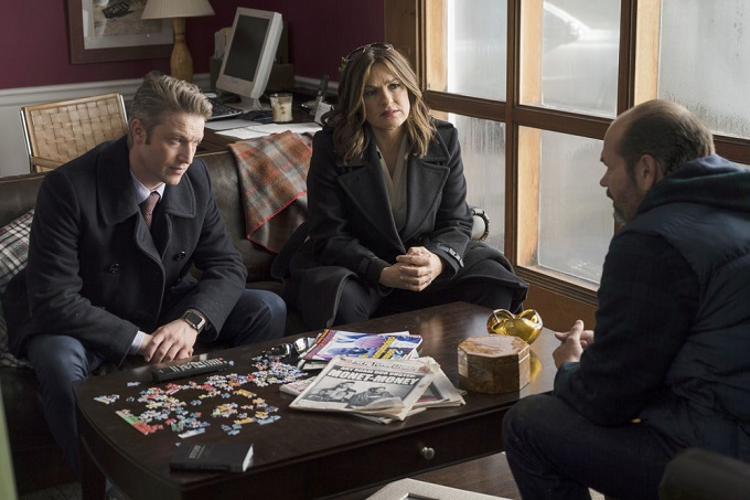 "LAW & ORDER: SPECIAL VICTIMS UNIT -- ""Next Chapter"" Episode 1812 -- Pictured: (l-r) Peter Scanavino as Dominick ""Sonny"" Carisi, Mariska Hargitay as Lieutenant Olivia Benson, Chris Bauer as Sgt. Tom Cole -- (Photo by: Michael Parmelee/NBC)"