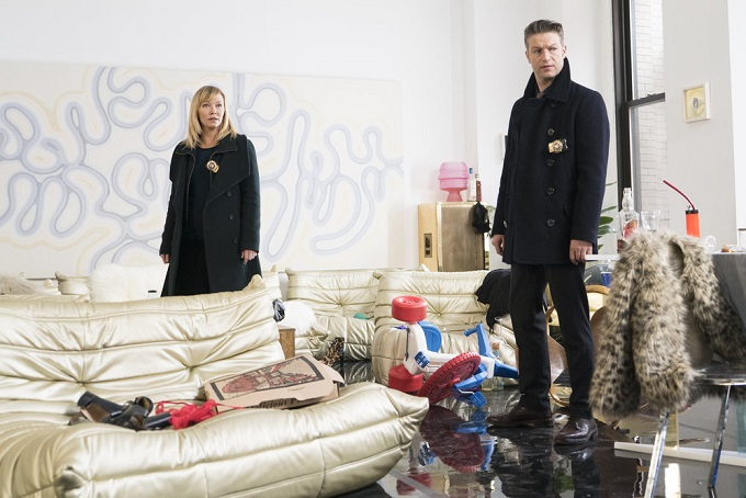 """LAW & ORDER: SPECIAL VICTIMS UNIT -- """"Chasing Theo"""" Episode 1813 -- Pictured: (l-r) Kelli Giddish as Detective Amanda Rollins, Peter Scanavino as Dominick """"Sonny"""" Carisi -- (Photo by: Michael Parmelee/NBC)"""