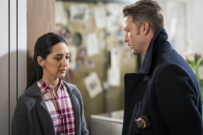 """LAW & ORDER: SPECIAL VICTIMS UNIT -- """"Chasing Theo"""" Episode 1813 -- Pictured: (l-r) Adriana DeGirolami as Gloria Ramirez, Peter Scanavino as Dominick """"Sonny"""" Carisi -- (Photo by: Michael Parmelee/NBC)"""
