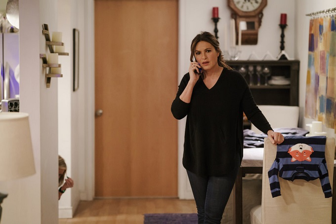 """LAW & ORDER: SPECIAL VICTIMS UNIT -- """"Chasing Theo"""" Episode 1813 -- Pictured: Mariska Hargitay as Lieutenant Olivia Benson -- (Photo by: Michael Parmelee/NBC)"""